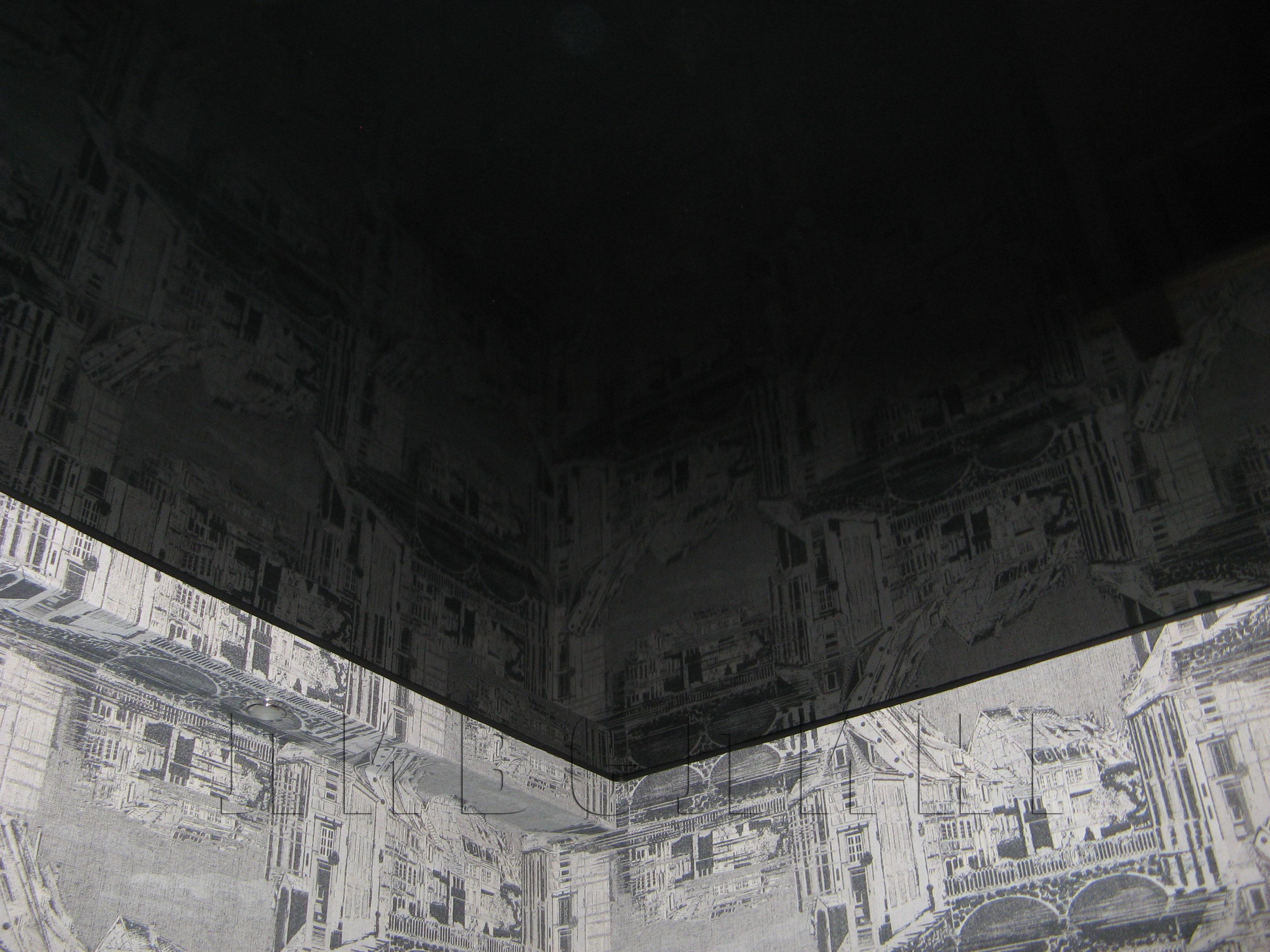 глянцевый чёрный натяжной потолок фото